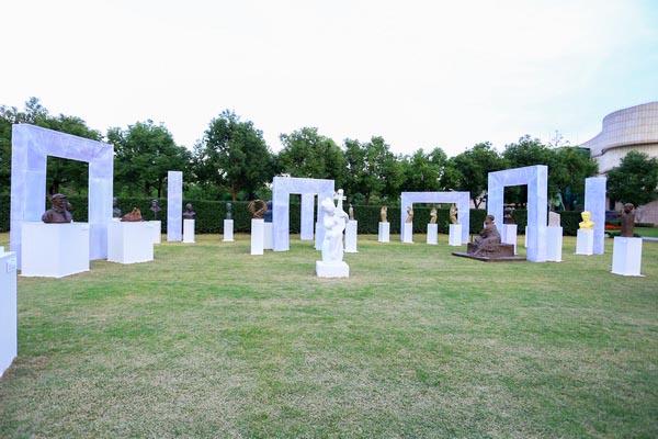 城市纪念公园雕塑艺术展在上海福寿园开幕