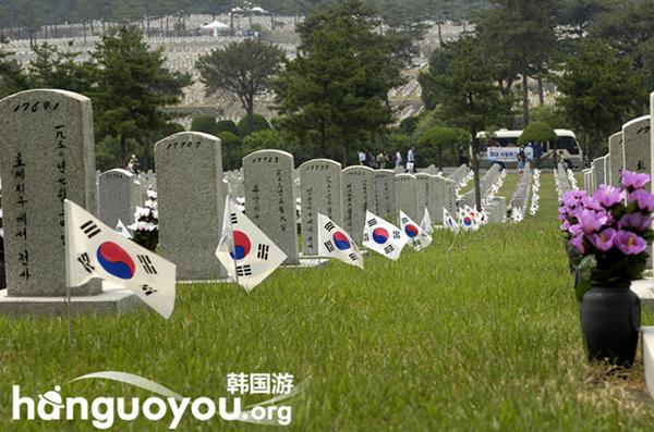 韩国墓地的祭奠文化