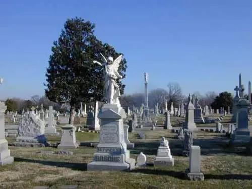 圣路易墓地