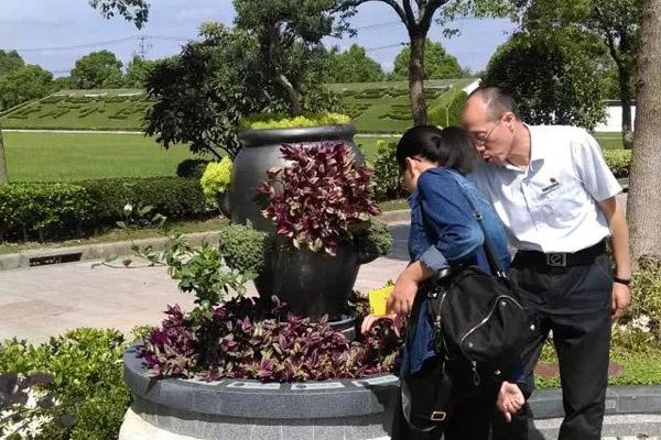 上海归园墓地组织员工参观古园墓地